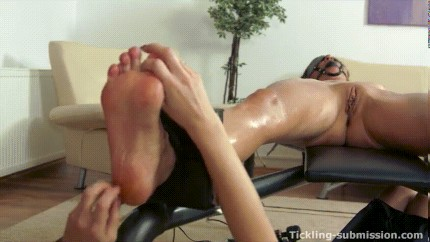 TICKLISH PORN HUB GAY